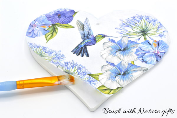 How to glue down a napkin on a decoupage wooden heart