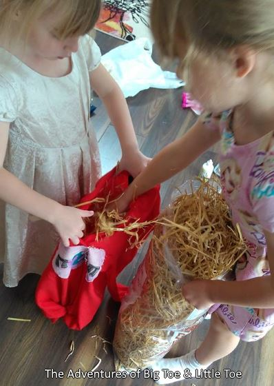 how to make a scarecrow with straw